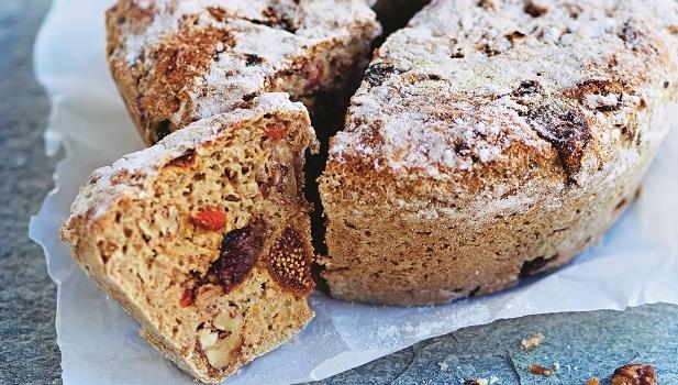 Recept-på-glutenfritt-frukt-och-nötbröd
