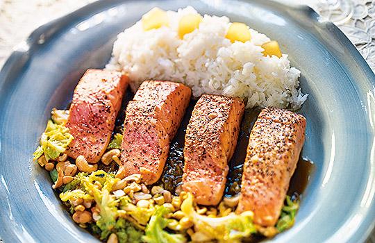 Lax med asiatiska smaker. Recept av Monika Ahlberg. Foto Wolfgang Kleinschmidt.