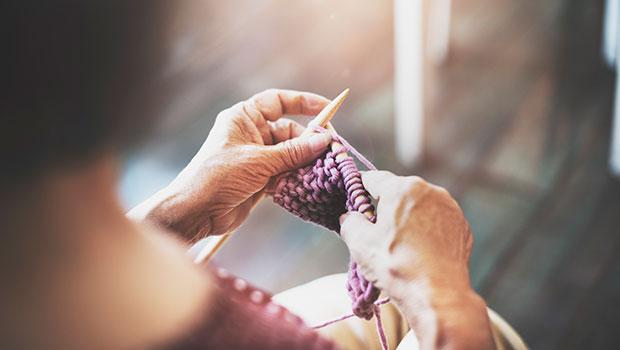 Handarbeten-som-stickning-kan-lindra-stress