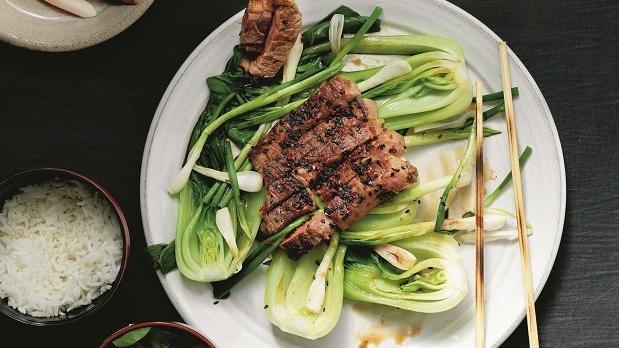 Recept-på-grillad-biff-med-bokchoy-från-Den-blå-maten